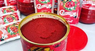 رب گوجه فرنگی قوطی با کیفیت درجه یک با اوزان مختلف با مارک چی چی لاس از گوجه فرنگی های تازه، خوشرنگ و سالم تهیه شده و در بسته بندی قوطی در اختیار مصرف کنندگان قرار می گیرد.